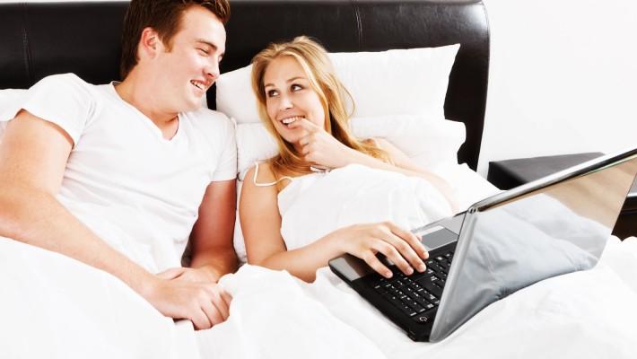 Vedere film porno insieme, quale effetto ha sulla relazione?