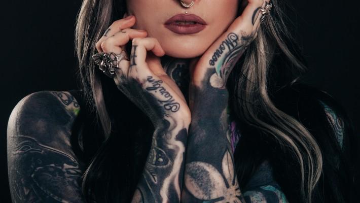 Sesso: gli uomini preferiscono le tatuate